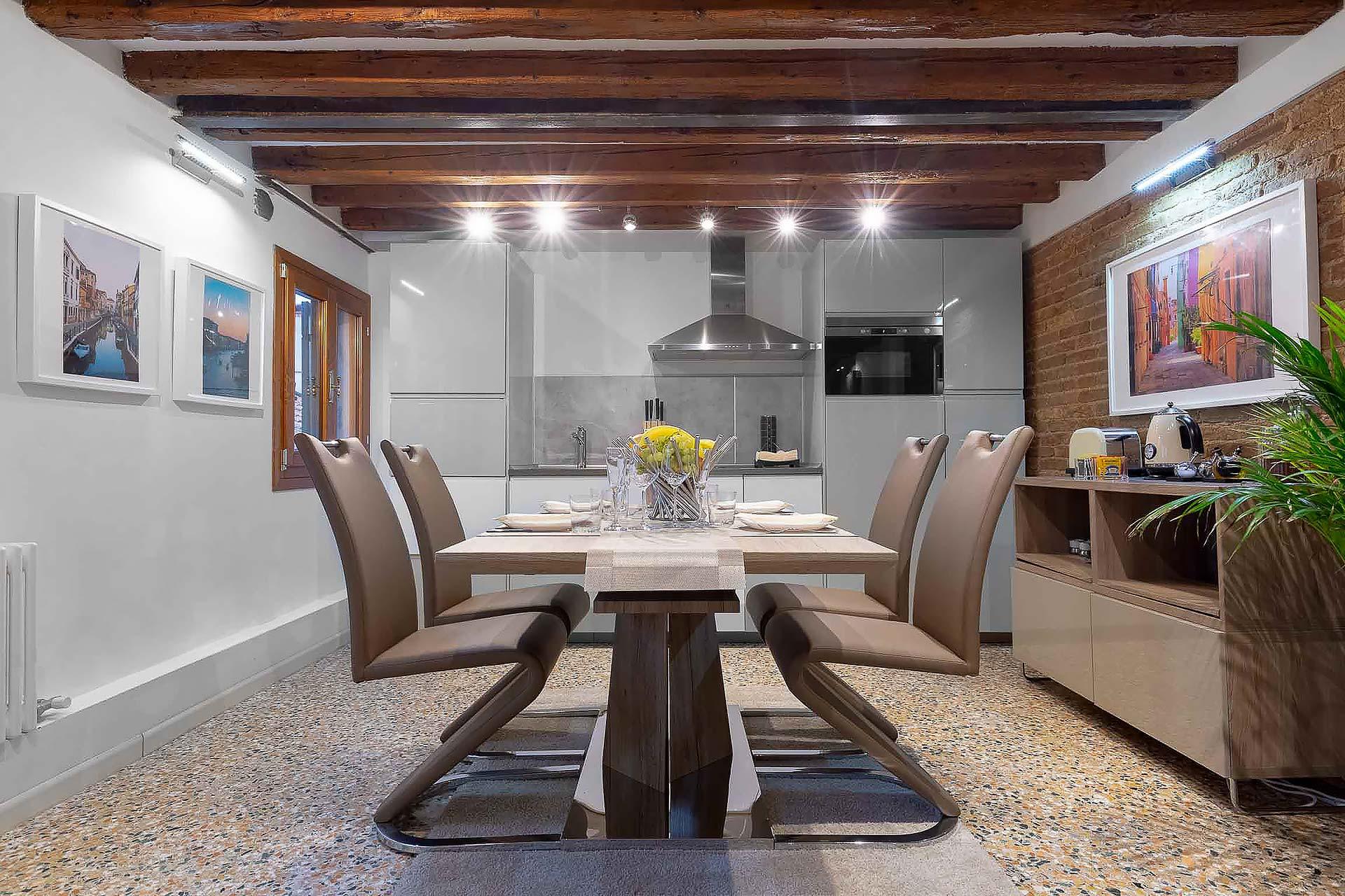 fotografo-appartamento-Treviso-Venezia-tavolo
